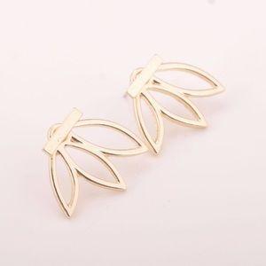 Jewelry - ‼️ONE LEFT‼️Lotus Bar Stud Gold Earrings
